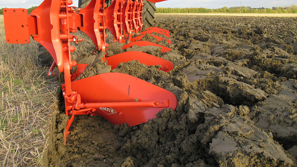 Ploughing to incorporate indicator rice in cultivations trial - Black-grass Focus Site Barton 2017
