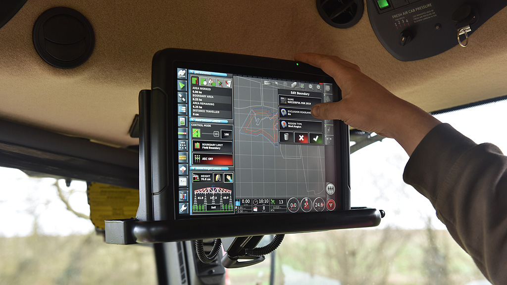 Automated farm maps on sprayer