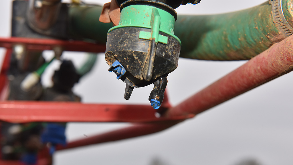 Tim Cleaver's nozzle set up for pre-em application