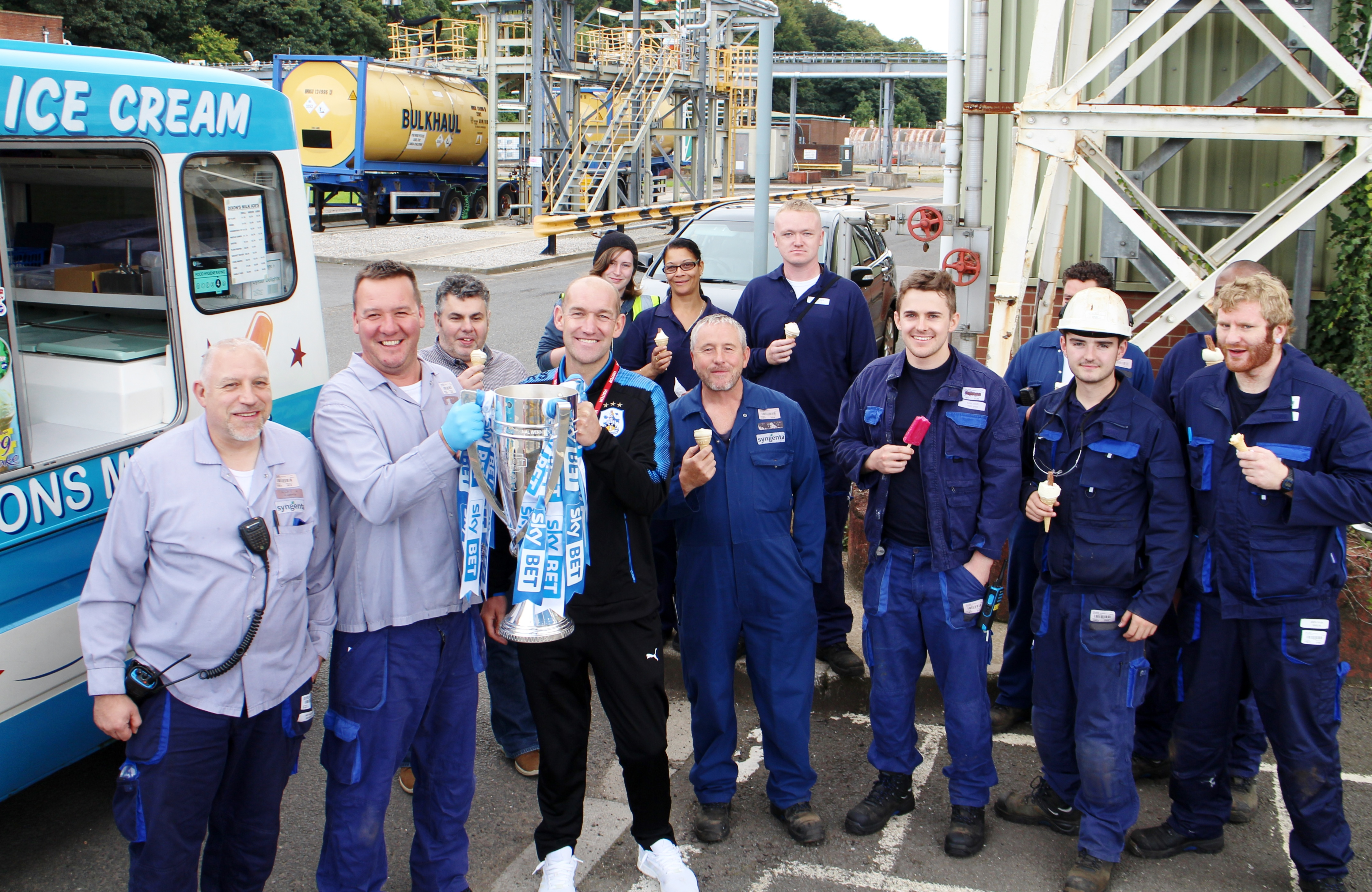 Syngenta staff with Andy Booth and the Trophy